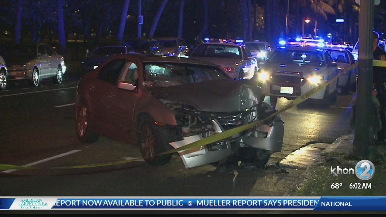 Driver crashes into light pole on Ala Wai Boulevard