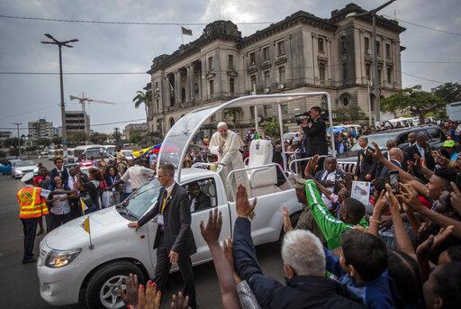 Pope denounces danger of corruption in Mozambique Mass | KHON2