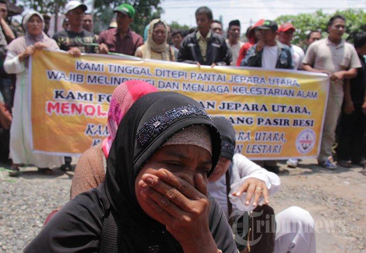 Nelayan Jepara Protes Industri Tambang Pasir Besi