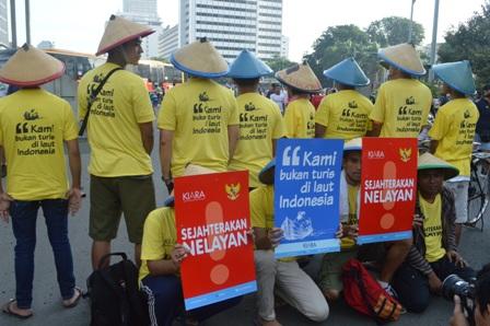 HARI NELAYAN: Praktik Liberalisasi Mengebiri Hak Nelayan Tradisional