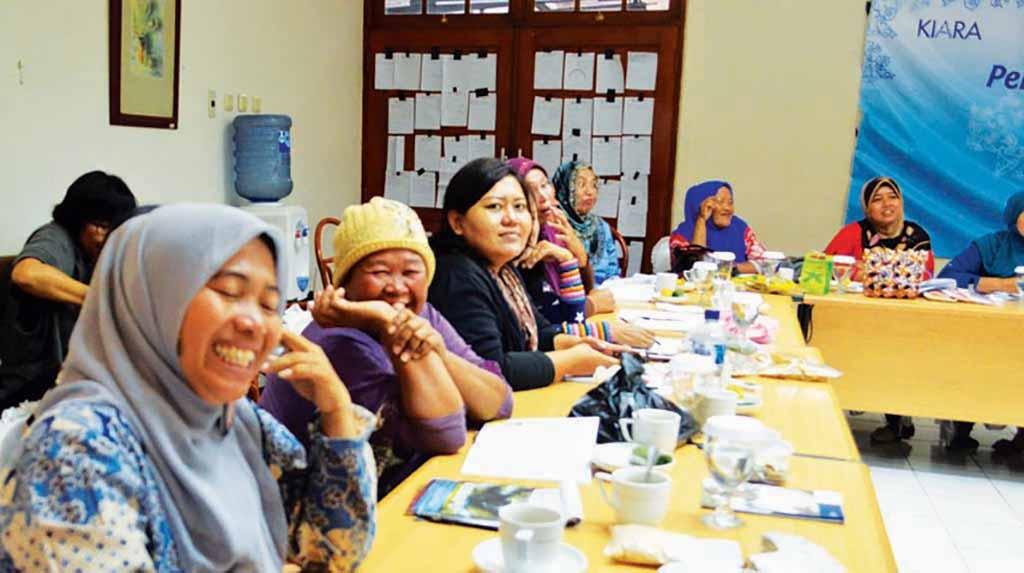 Sulyati: Sarjana Pendidikan di Kampung Nelayan