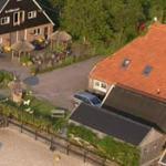 Een foto van de groesaccommodatie de Kibbelhof vanuit de lucht gezien.