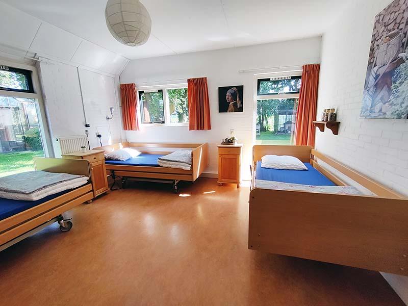 Zo ziet een slaapkamer er uit in groepsaccommodatie De Kibbelhof.