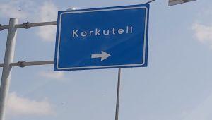 Ο χωρικός Korkuteli διαμαρτύρεται για τη μεταχείριση ως «μολυσμένος»