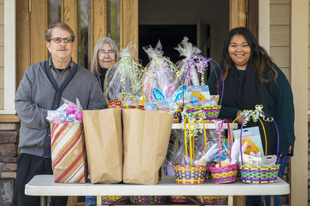 Local Church and Restaurant Donate Gifts and Food to Hospital Workers