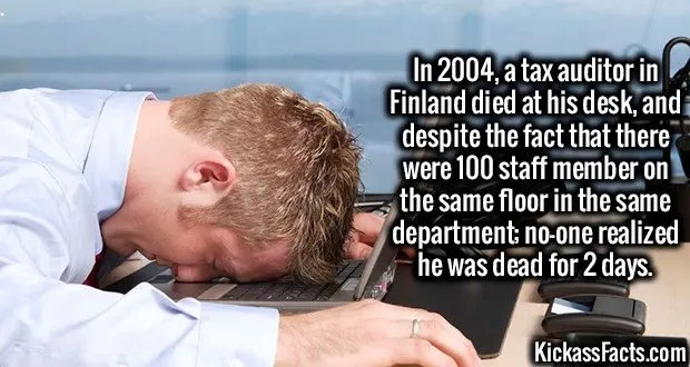 1950 Dead on Office Desk