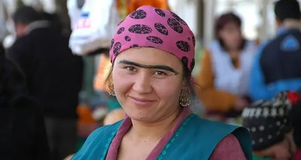 """Creating a unibrow with eyeliner or charcoal is popular in the Dushanbe market scene, much to the dismay of eyebrow waxers. Taken at Shah Mansur Bazaar in Dushanbe, Tajikistan. © <a href=""""http://www.uncorneredmarket.com"""">www.uncorneredmarket.com</a>"""