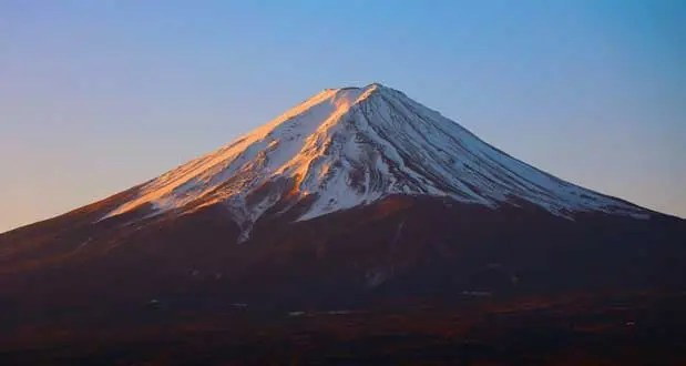 The bottom layer of the volcano is komitake, followed by kofuji and finally fuji at the top and is the youngest. Mount Fuji Facts 15 Interesting Facts About Mount Fuji Kickassfacts Com