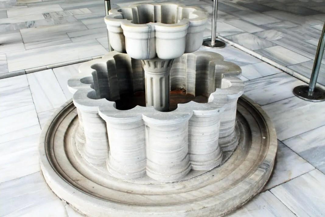 Circumcision Chamber_exterior_marble fountain_Topkapi 4th Courtyard