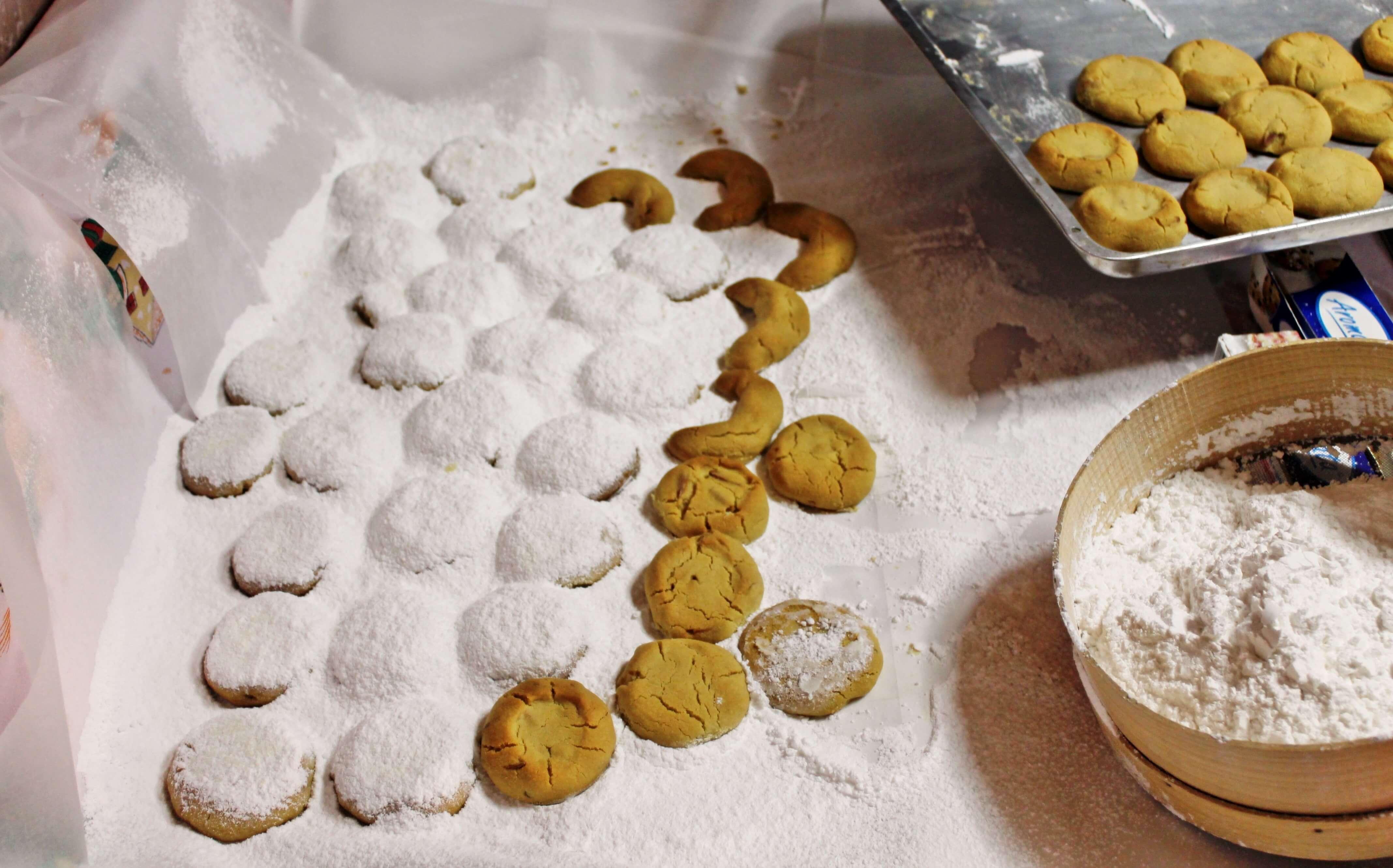 Baking Greek Christmas Cookies {aka Kourabiedes} | www.kickingbackthepebbles.com