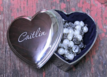 5 Brilliant Bridesmaids Gifts They Will Cherish