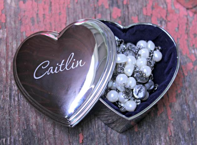 5 Brilliant Bridesmaids Gifts They Will Cherish box