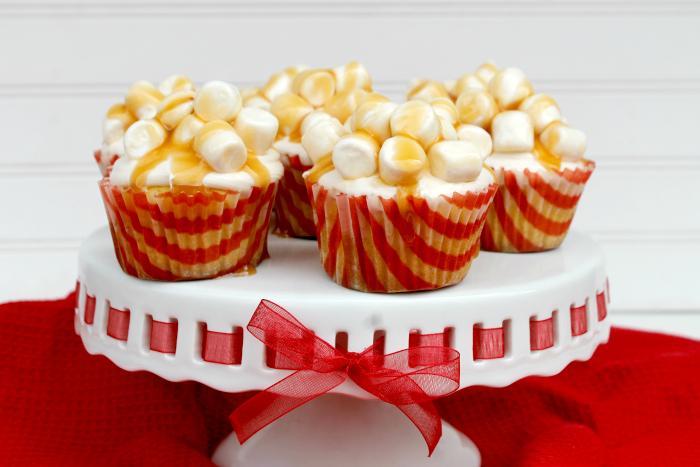 Oscar Night Snack | Salted Caramel Corn Popcorn Cupcakes 4