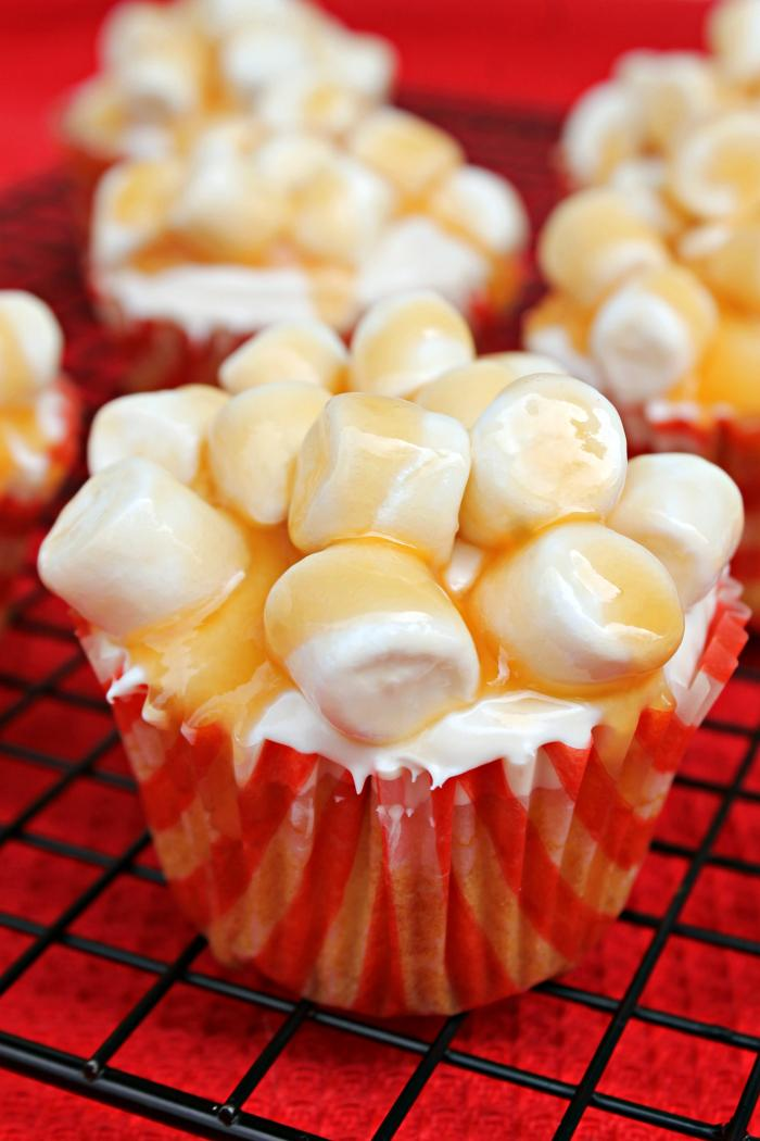 The Oscars. The biggest night in Hollywood. I look forward to it for weeks. I always make an Oscar Night Snack. This year I made Salted Caramel Popcorn Cupcakes. They are so good, they deserve the red-carpet treatment!