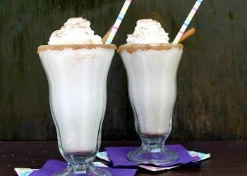 Boozy Horchata Milkshake   Cinco de Mayo Cocktail