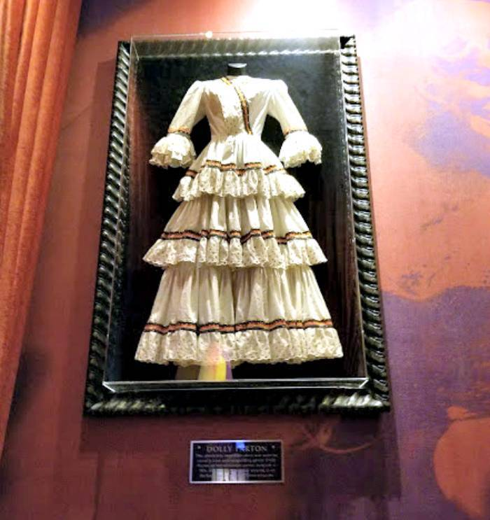 Hard Rock Cafe Pigeon Forge dolly Parton dress