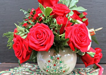Teleflora Christmas Floral Arrangements Make A Thoughtful Gift