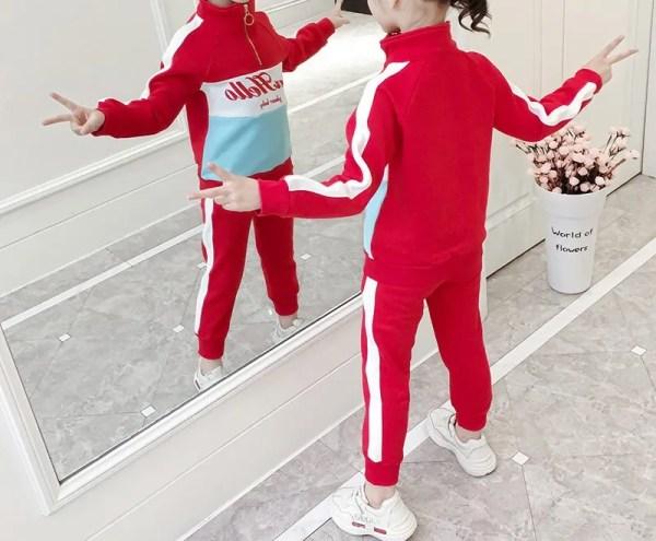 חליפת ספורט אדום-תכלת