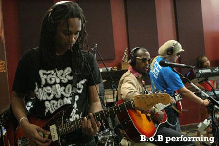 BoB-and-close-up-of-bass-player-450