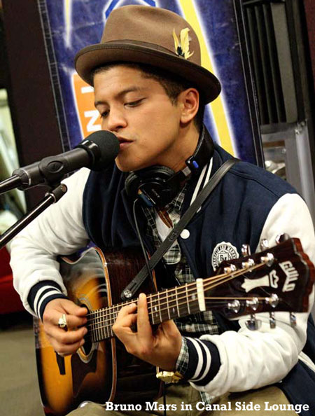 Bruno-Mars-in-Canal-Side-Lounge-450