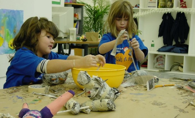 kids-making-papier-mache