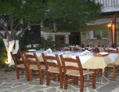 Ταβέρνα Ανδρουλιδάκη, Γωνιά