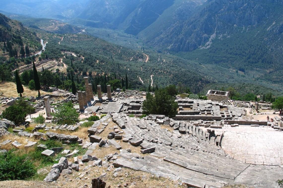 Family friendly Tour to Delphi Archaeological Site kidslovegreece temple of Apollo oracle Pytheia