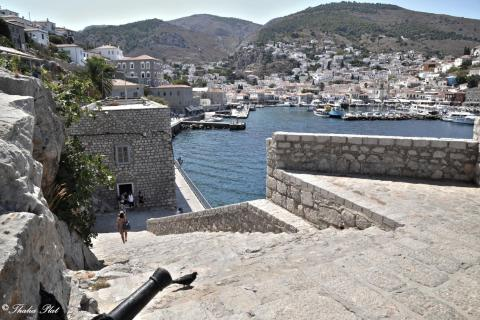 Hydra canon next to harbour