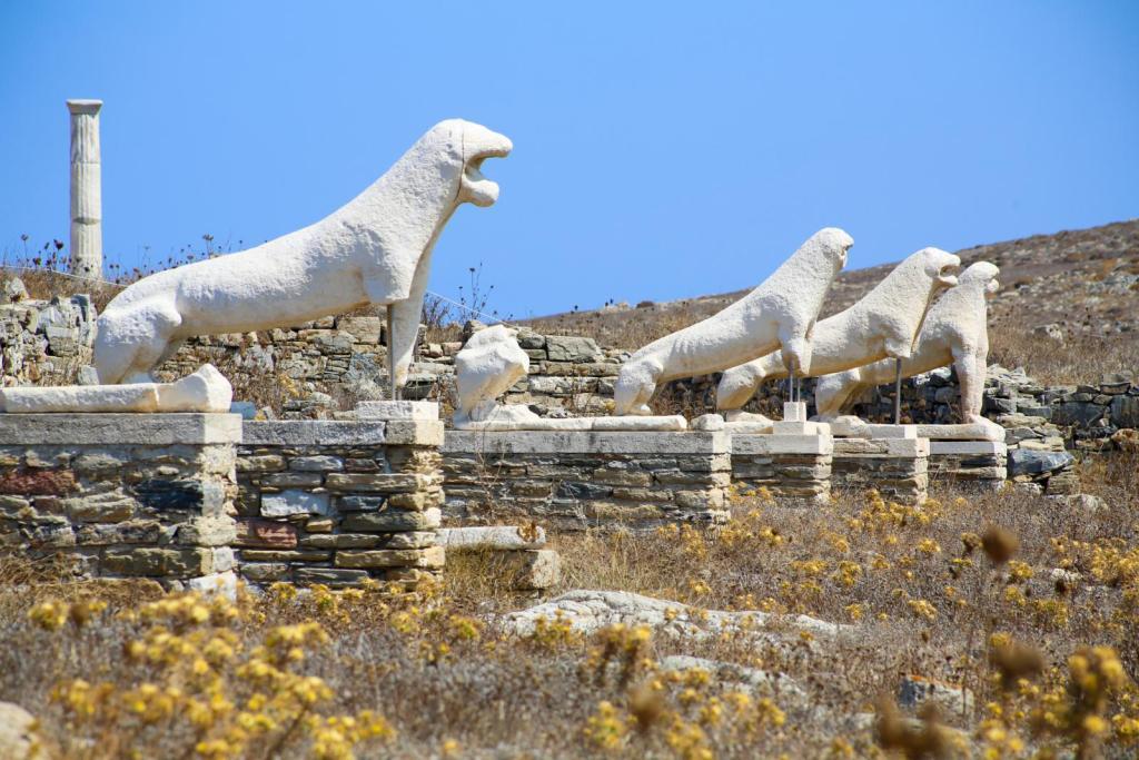 Delos lions archeological site
