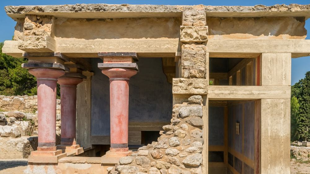a history of the palace of knossos the capital of legendary king minos The minoan civilization was named after the mythical king minos, because the  first  at the bottom, larger at the top, and fitted with a bulbous, pillow-like capital    bull leaping : a fresco found on an upper story of the palace at knossos,.