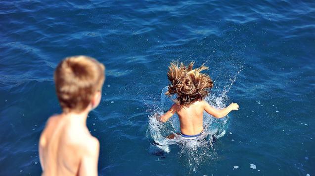 Semi-private Santorini Family Sailing Day or Sunset Tour