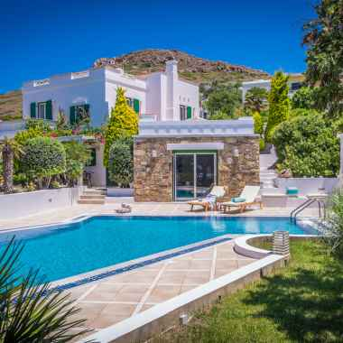 Where to stay on Naxos for a family vacation – Luxury Villa Selection