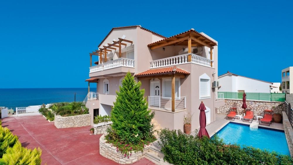 Family Villa Apollon overlooking the Cretan Sea