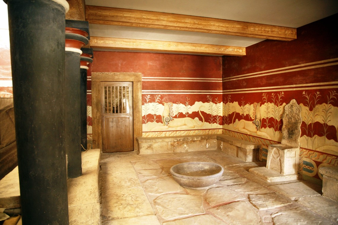 Knossos private family guided tour hall of throne