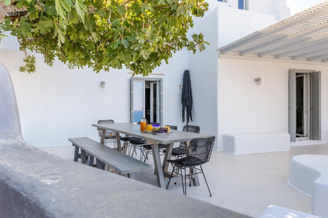Orkos 2 family villa Naxos island Venti accommodation for families kids love greece