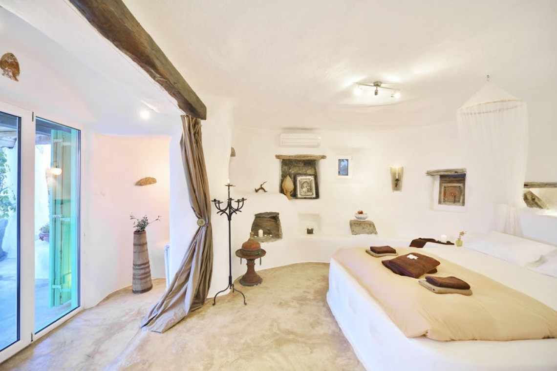 the Drakothea family residence in Myconos island kids love greece accommodation for families luxury villa cyclades