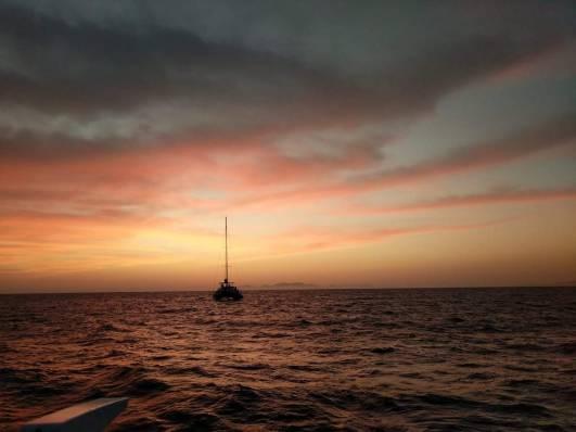 sailing catamaran cyclades greece kidslovegreece.com