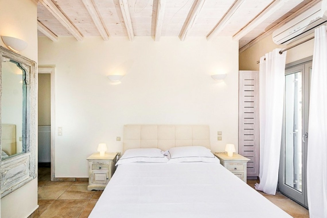 Sophia residence Ornos bay kids love greece accommodation for families Cyclades spacious family vacation villa in Mykonos island
