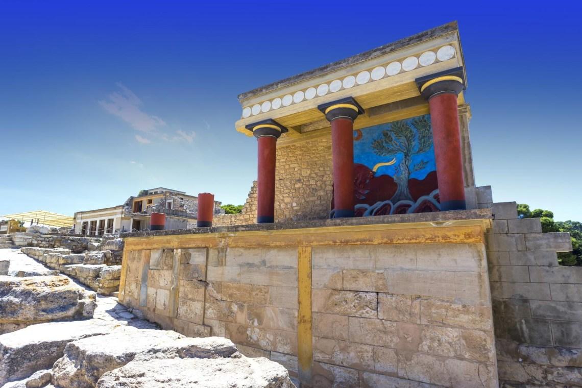 Knossos-red-pillars-blue-sky