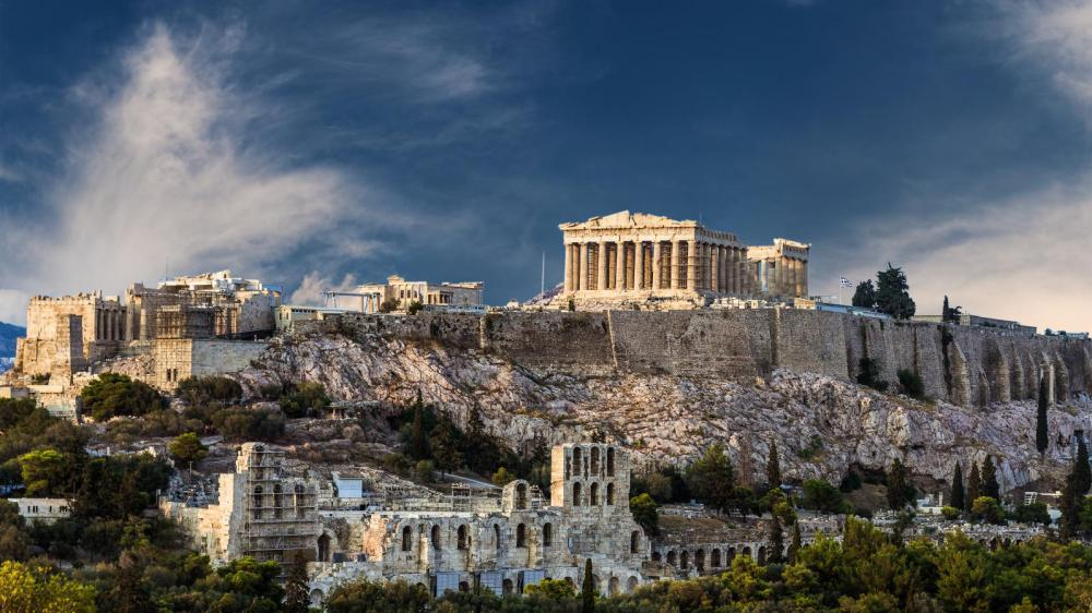 Family walking tour in Athens