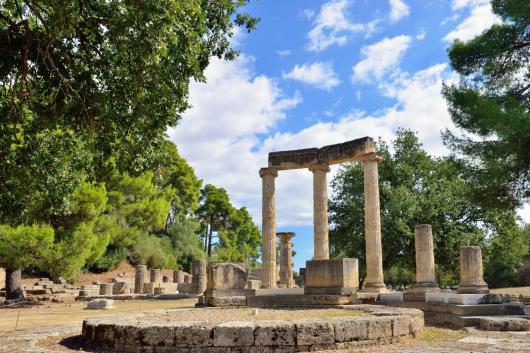 Delphi sanctuary columns