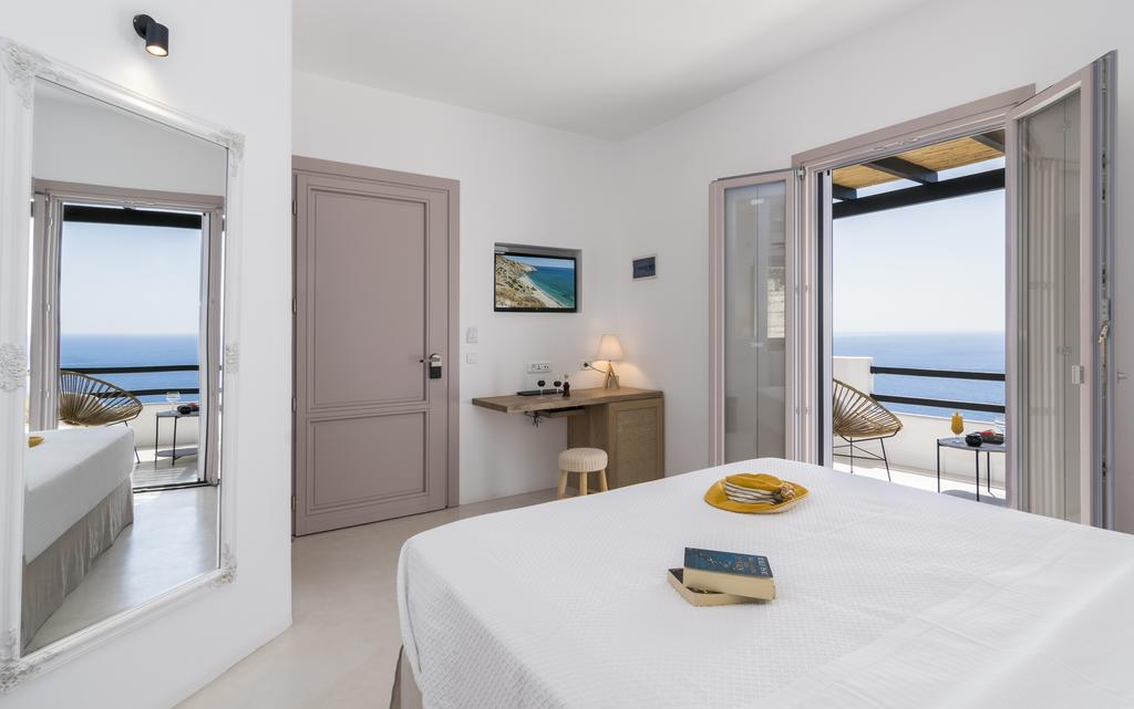 where to stay in Milos with kids