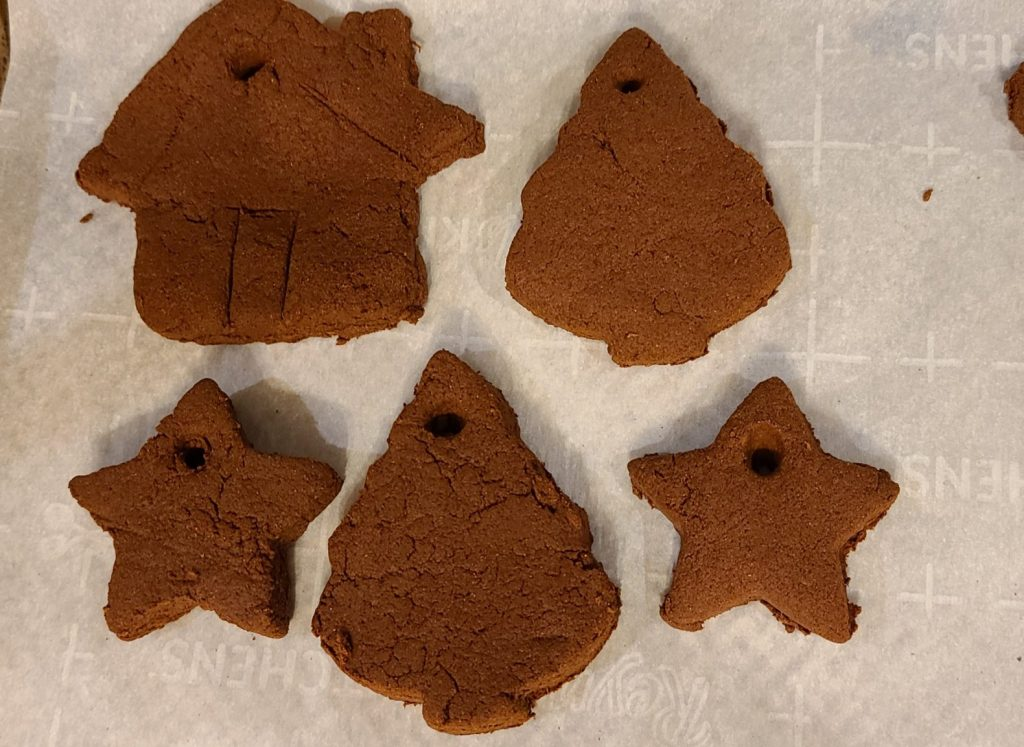applesauce cinnamon dough ornaments