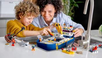 LEGO-City-Ocean-Exploration-Ship