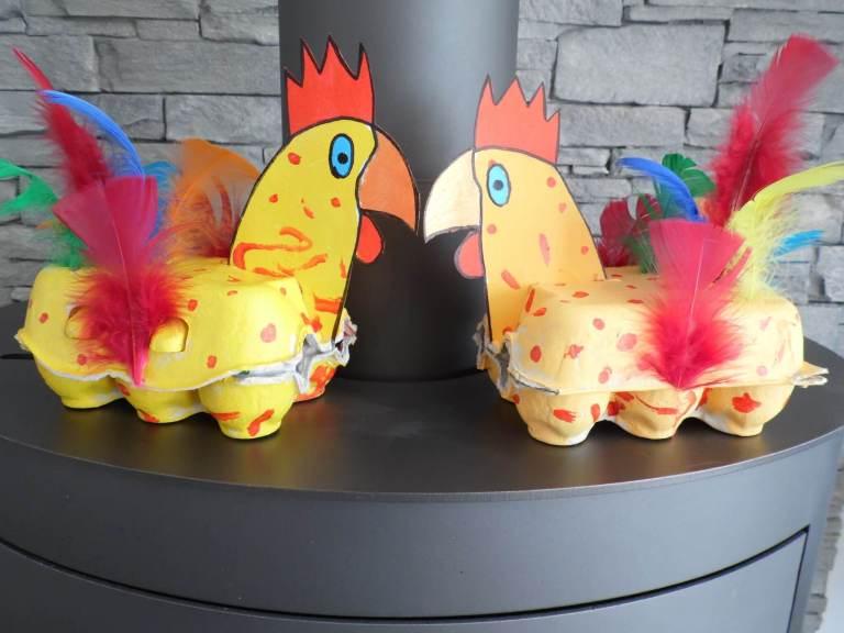 poule décorée grâce à boite d'oeufs