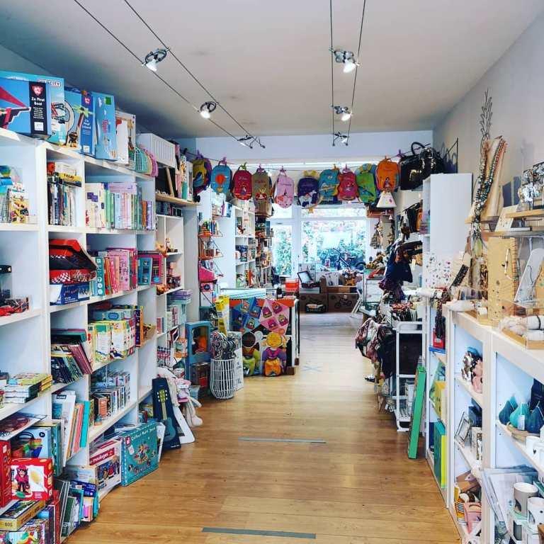 Intérieur du magasin un ours et les étoiles