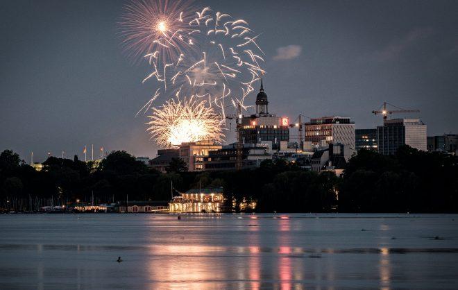Feuerwerk an der Hamburger Außenalster