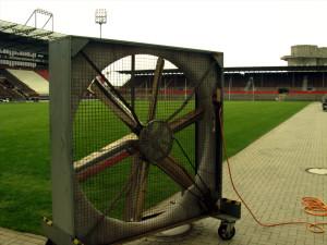 Ventilator für die Belüftung des Rasens im Millerntor-Stadion
