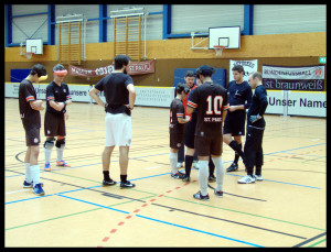 Teile des FC St. Pauli Blindenfussballteams beim Keep your mind wide open Hallenturnier