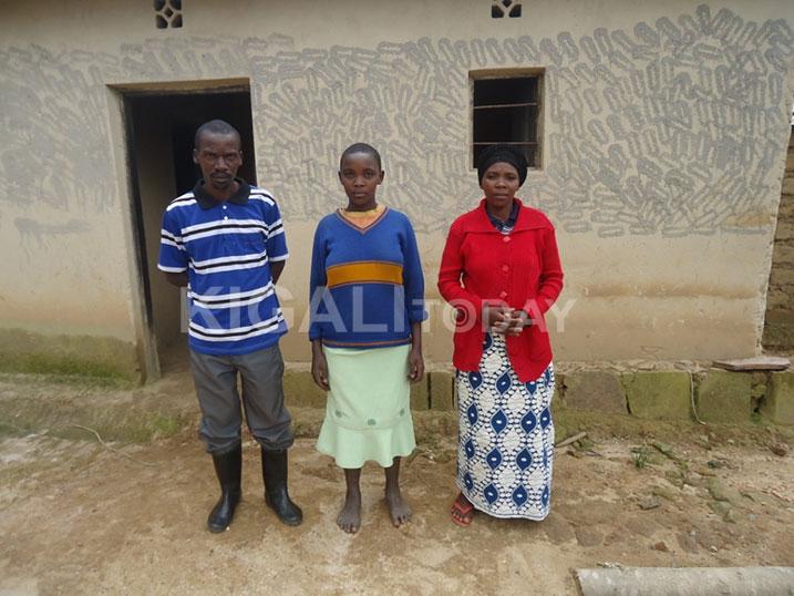 Nshimiyimana, Umugore we Muhimpundu ndetse n'imfura yabo.